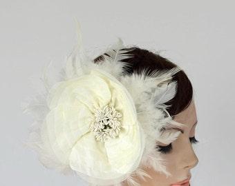 Silk Flower Ivory Fascinator, Feathery Flapper Bridal Headpiece, Bridal Flower Hairpiece Romantic Modern Winter Wedding OOAK