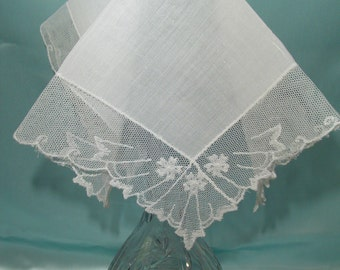 White Lace Handkerchief Wide Lace Net Trimmed Hankie Ladies Hankies Vintage Linen Hankies Collectible Hankie White Wedding Hankie Accessory