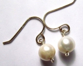 Pearl Earrings (392 Pairs Available)