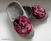 Felted slippers. Cherry roses. Light grey felted wool women house shoes, women slippers with leather soles. Made to order.