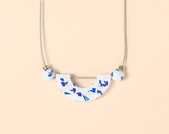 Necklace by Depeapa - Materia#01 - White and blue