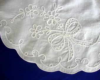 Vintage embroidered doily doilie scalloped edge edging embroidered flowers with ribbons