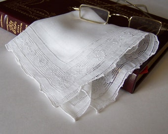 Bridal Handkerchief Lace Wedding Hanky in Off White Bridal Shower Gift Something Old Victorian Lace Wedding Keepsake