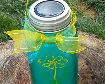 Solar powered lid light with tinted mason jar and vinyl