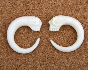 A Pair of Organic Skull Hook Carved Bone Earrings, Hanging Ear Plugs 3mm 4mm 5mm - BP-032