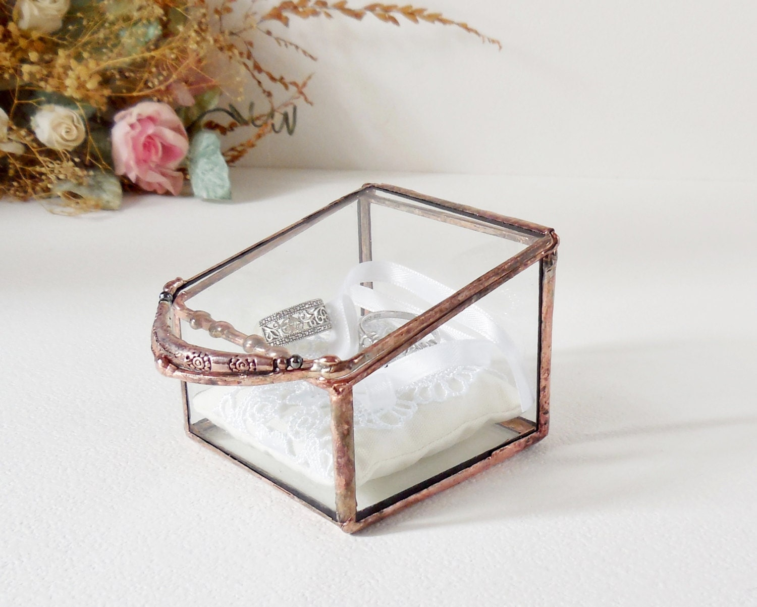 Glass box wedding ring box clear glass ring bearer for Cute engagement ring boxes