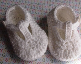 crochet white handmade t-strap baby shoes, baby booties,boy or girl, ready to ship, UK seller 3-6 month