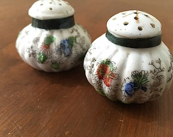 Salt and Pepper Shakers, 1950's Kitchen Decor, Made in Japan, Mid Century Modern, Hand Painted Salt Pepper Shakers, Bohemian Asian Inspired
