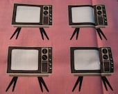 Retro TV by Geeky Chic 12.5 x 42 Pink