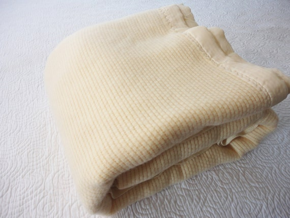 Vintage Ivory Acrylic Blanket With Satin Binding Full Size