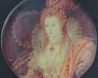 Pictorial Studio Button Queen Elizabeth
