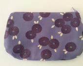 Zipped purse with contrast lining - Purple daisies
