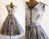 1950's Rose Print Dress / Black and White Sundress / Size Small