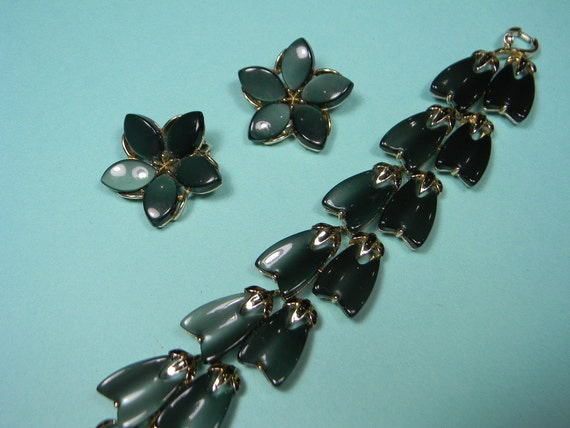 Green Floral Lisner Thermoset Jewelry Set, Classic 60s, Just Reduced