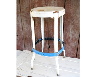Vintage Farmhouse Industrial Metal Stool Vintage 1950s Mid Century Patio Cafe Kitchen Stool Display Country Rustic Primitive Plant Stand