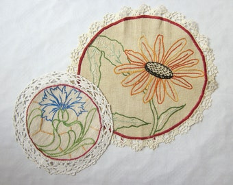 2 antique french & embroidered doilies, Linen doily, Handmade, Embroidery, Vintage, France, Napperon brodé, 1930