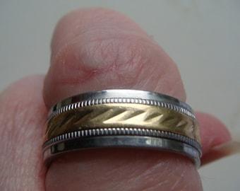 Man's Wedding Band w 10k Gold