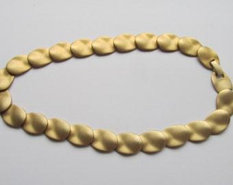 Vintage matte goldtone oval choker 1990's