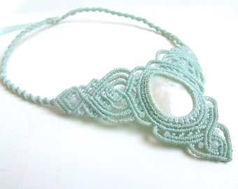 Macrame Necklace - Mother Of Pearl with Mint Thread