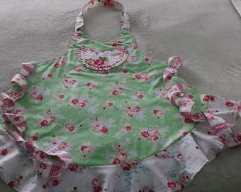 Sassy Apron, Ladies Apron, Full Length Apron, Vintage Style Apron, Floral Apron, Green Apron, Women's Apron, Vintage Style Apron,