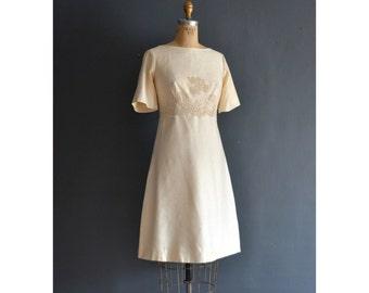 Bee / 60s wedding dress / 1960s wedding dress