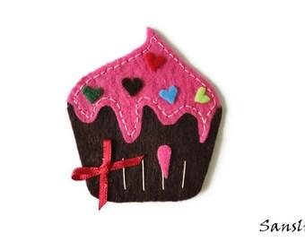 Felt brooch-brooch felt-felt pin-felt cupcake brooch-cupcake brooch-accessories brooch-felt jewelry-felt accessories-pink cupcake brooch