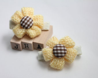 Baby girl hair clips/children hair clips - Yarn petals