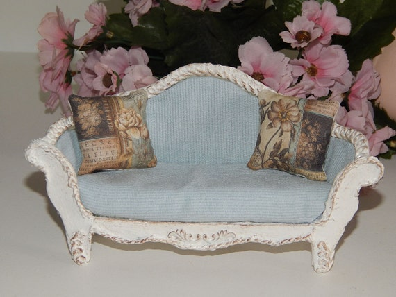 sofa shabby chic blue miniature dollhouse. Black Bedroom Furniture Sets. Home Design Ideas