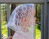 White lace Chapel Veil for children, triangle shaped with 3/4 in. trim. Prod.#Zwo1