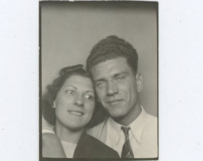 Vintage Photo Booth, 1938: Sweetheart Couple [56368]