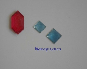 3 gems (2 blue 1 green)