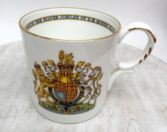 The Queen Silver Jubilee Aynsley Fine Bone English China Commemorative Cup