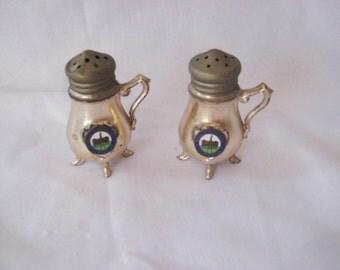 Souvenir salt and pepper shakers, Williamsburg Virginia, silver tone metal, teapot shape