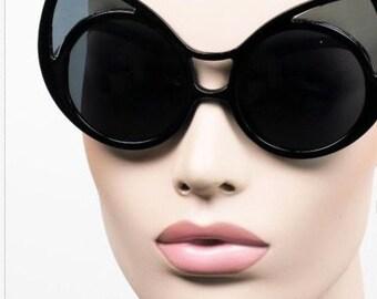 Black Mega Fab Round cat-eye Frame Sun Glasses