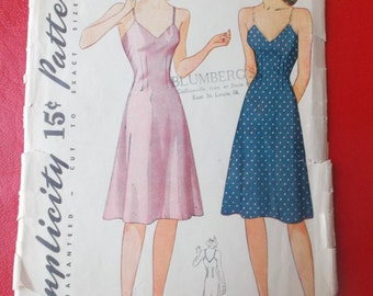 Size 12 Bust 30 Womens Bias Slip Vintage Simplicity 3829 Sewing Pattern. 1940s Slips