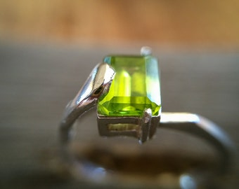Emerald Cut Peridot Ring in Sterling Silver , Natural  Peridot Ring , Lime Green Gemstone Ring August Birthstone