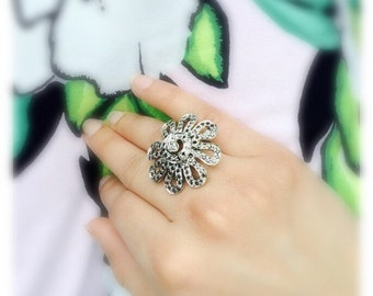 Flower staement silver ring