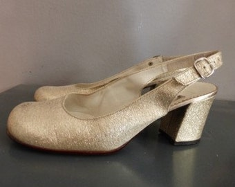 60s Gabor heels. 36 EU size/ US size 5/ UK size 3. Heel height 6 cm. Gold metallic pumps from the 1960s. In a very good vintage condition.