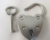 Working Padlock with Key. Heart shaped  Antique silver pad lock. xl clasp or pendant. Bulk  jewelry supplies findings m104