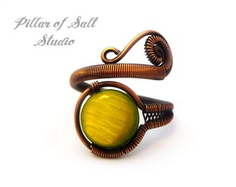 Boho jewelry / Wire wrapped jewelry handmade ring / Adjustable ring Wire Wrapped Ring / olive green mother of pearl / earthy copper jewelry