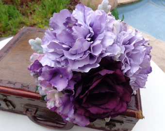 Bridesmaids bouquet in plum and lavender