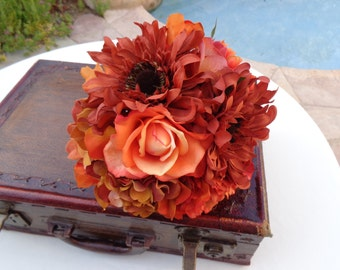 Fall bridesmaid bouquet in shades of oranges
