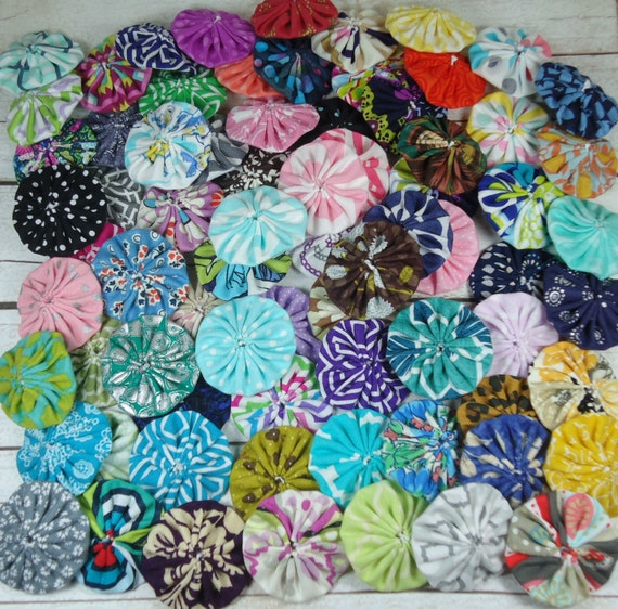 Fabric yo yo 39 s 1 5 inch yoyo fabric circle by for Yo yo patterns crafts