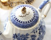 Classic blue and white Sadler teapot