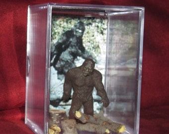 """Bigfoot/Sasquatch Collectible figure display/great """"unique"""" gift or addition to a collection..Brand New"""