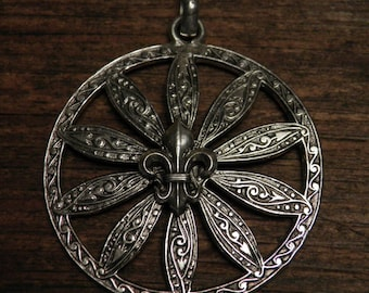 French vintage silver plated religious medal pendant : Fleur de Lis.