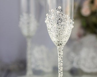 Winter wedding, champagne flutes, white  pearls,Personalized crystal wedding, toasting glasses, lace, classic,romantic, 2 pcs /G4/11/12-0002