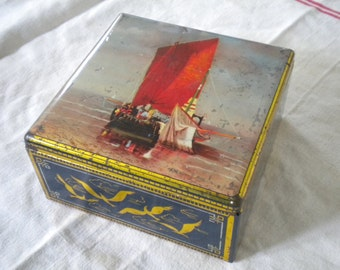 Vintage 1940s  French Tin Box tinbox Sailing Ships