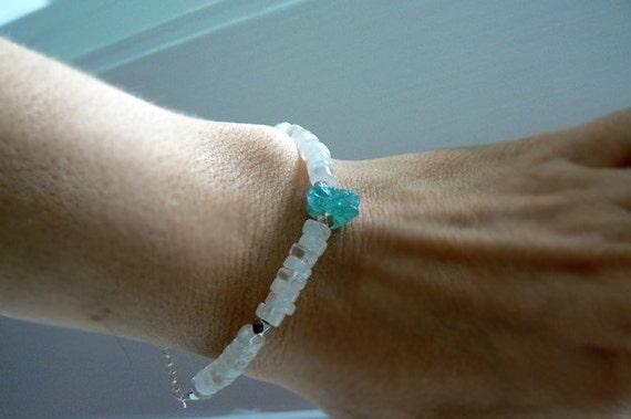 Moonstone apatite crystal gemstone bracelet- Blue white gemstone bracelet-Boho bracelet-Women jewelry gift- Fashion bracelet