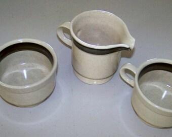Hallkraft Lazy Daisies Potterskraft Creamer & Two Cups
